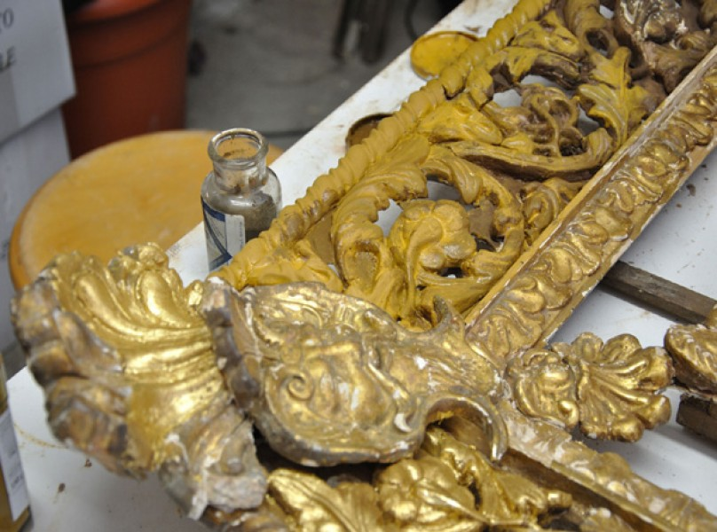 restauro specchiera dorata e intagliata