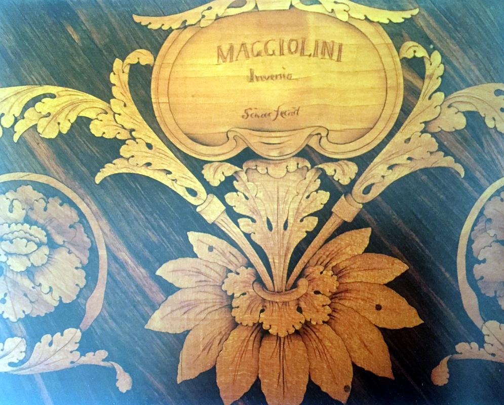 Restauro Mobili Antichi di Maggiolini