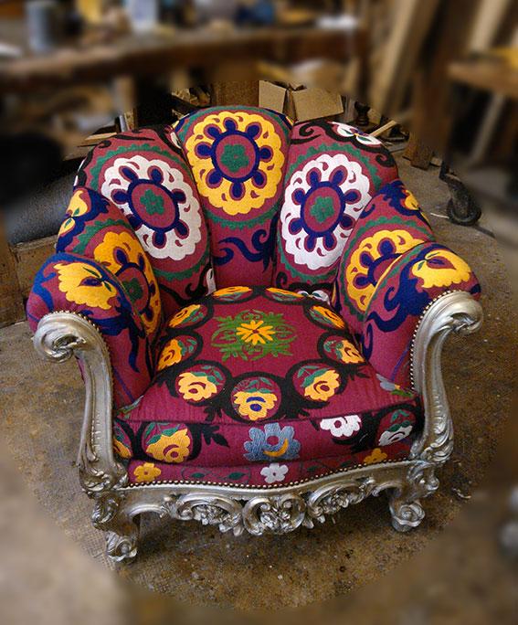 Restyling divano e poltrone dorate
